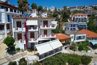 dimitris pension rooms in votsi alonissos