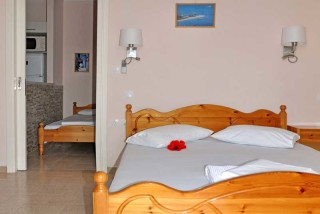 room 8 dimitris pension beds