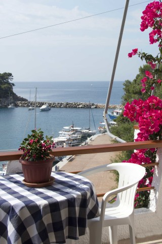 room 8 dimitris pension sea view