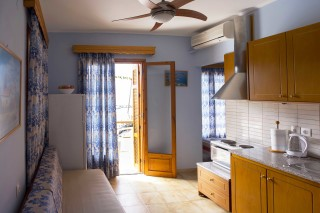 studio dimitris pension kitchenette